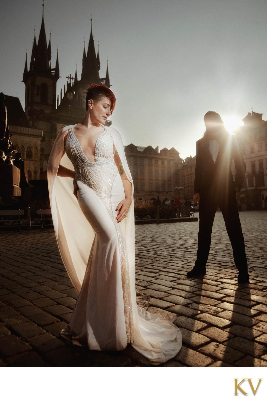 Berta bride posing in the Old Town Square at sunrise