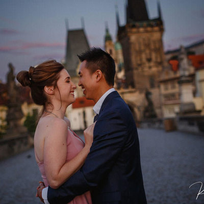 a smile for the newly engaged Charles Bridge proposal