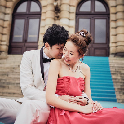 retro styled pre wedding photos Prague Rudolfinum