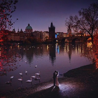 swans watch as S+O embrace Prague sunrise engagement