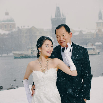 luxury winter time pre-wedding photo session in Prague
