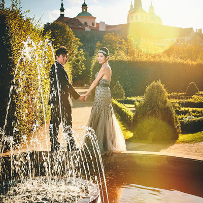 sun flare + elegant couple + Wallenstein garden