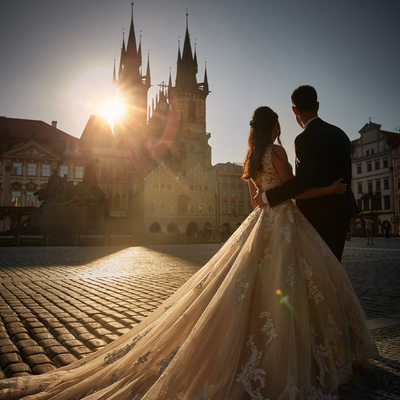 Sunrise in Old Town Square Prague pre wedding couple