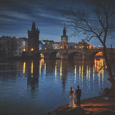MyWed award winning photo Charles Bridge lovers night