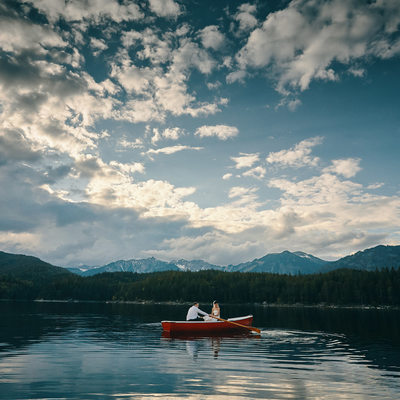 Bride & Groom in rowboat Lake Eibsee Germany