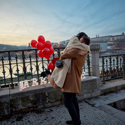 She said yes! Prague riverside marriage proposal