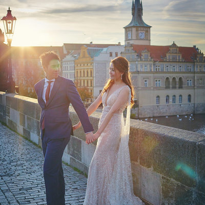 Golden Light Portrait Zoe & Billy - Charles Bridge