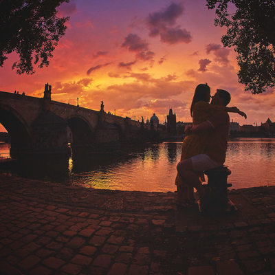 G+A beautiful sunrise engagement session photos Prague