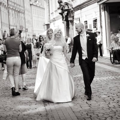 Heidi & Frank walking in Prague on wedding day
