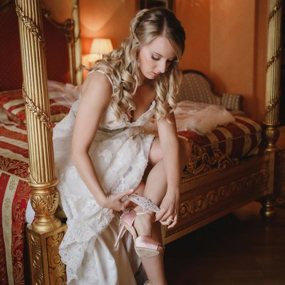 Gorgeous American bride putting on her garter
