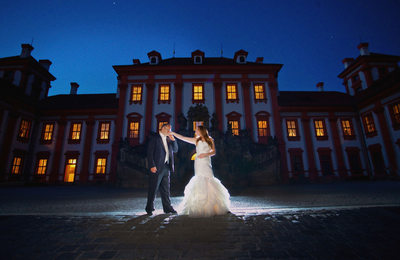 Troja Chateau luxury wedding pictures