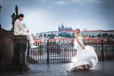 beautiful pre-wedding photos Prague