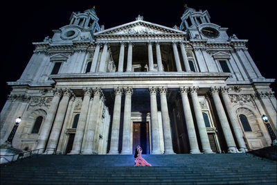 London St Paul Cathedral at night wedding couple