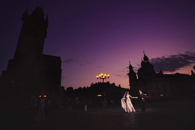 a romantic night time pre wedding shoot in Prague