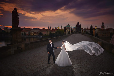 Artistic pre wedding pix Charles Bridge elegant couple