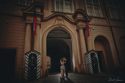 Prague wedding castle guards stand watch as C+L kiss
