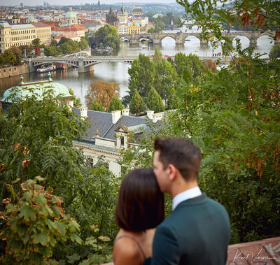 Prague marriage proposal: kiss at overlook