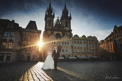 sunrise wedding photos in Prague at Old Town Square