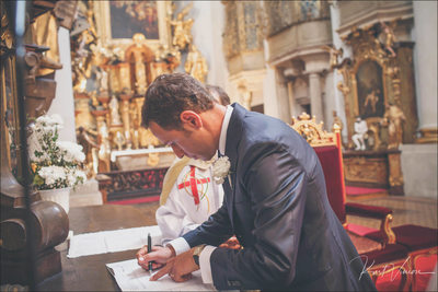 Signing of the registrar St. Thomas weddings Prague
