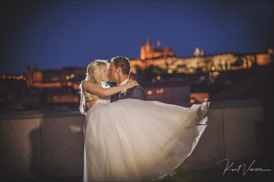 Kiss for the bride Four Seasons Prague
