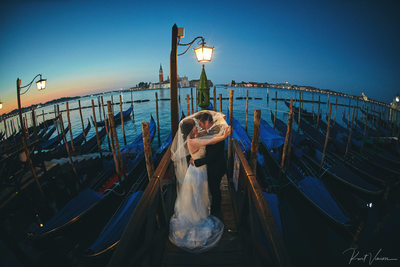 Under the veil Venice I Venezia wedded couple Gondola