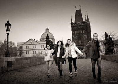 reportage family styled portraits Prague Charles Bridge