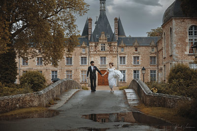 Wedding couple walking Chateau d'Esclimont, France