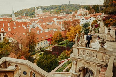 wedded couple dancing above Ledebour Garden Prague