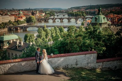 Prague panorama bride & groom