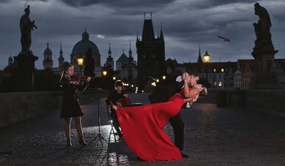 romantic wedding proposal from Prague