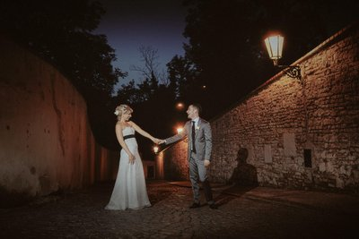 Romance under the gas lamps at night