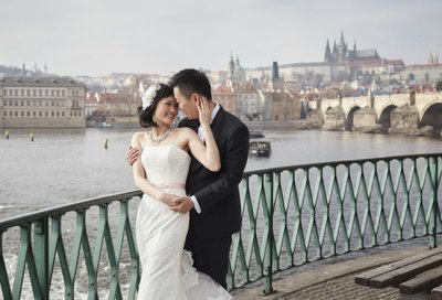 timeless, elegant wedding portraits from Prague