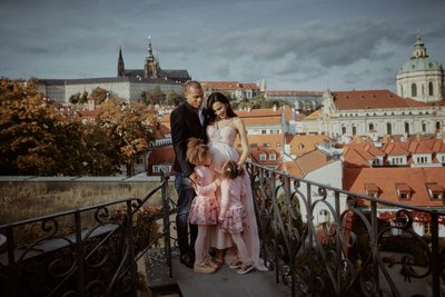 Beautiful family photos Prague Vrtba garden