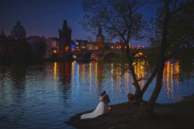 twilight couple at the Charles Bridge