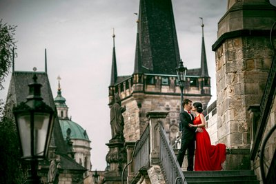 dark & moody pre weddings Prague