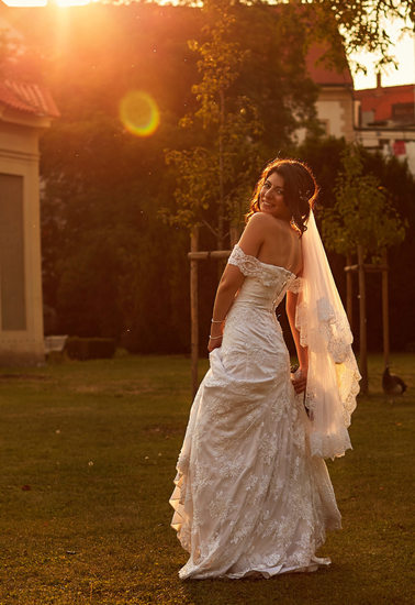 sun flares around the gorgeous Yana Prague wedding day