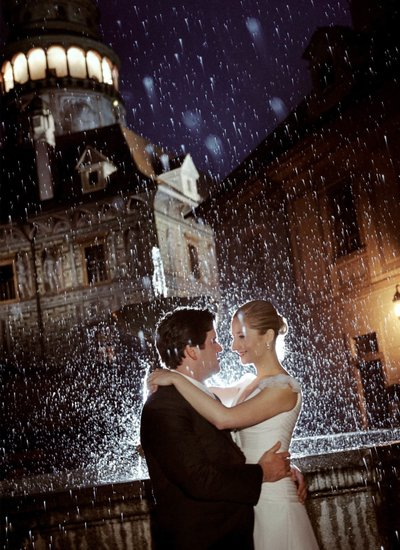 bride & groom embrace in the rain Cesky Krumlov Castle