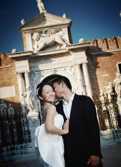 A sloppy kiss for his Thai bride in Arzenal, Venice