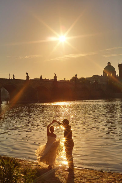 Sun flared dancers - Prague pre-wedding