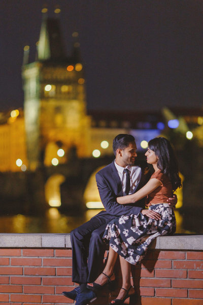 romantic Prague marriage proposal couple at nite