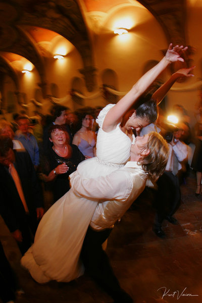Catching bride A+M Troja Chateau wedding celebration