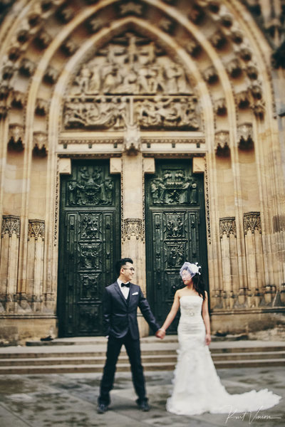 New York Hipsters pre wedding Prague Castle St. Vitus