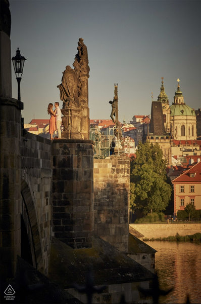 WPJA Diamond - Prague - fearless couple Charles Bridge