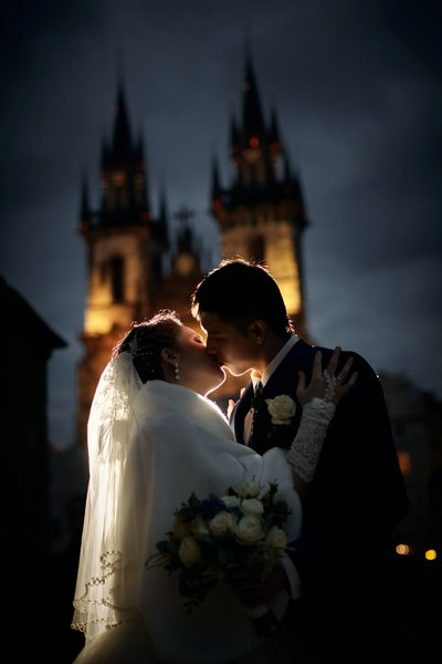 Russian bride & groom kissing in Prague's  Old Town