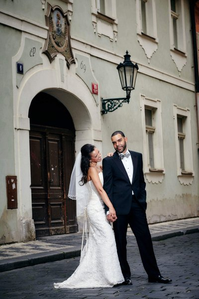 Sexy New Yorkers wedding style in Prague