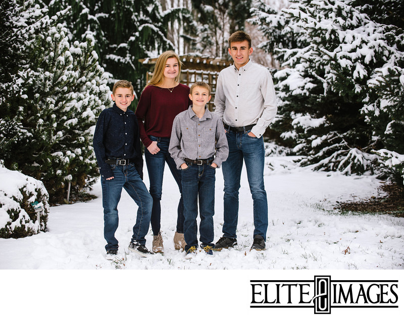 Family Portraits at the Dubuque Arboretum in Snow