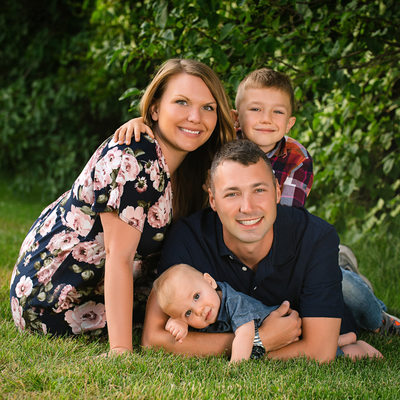 Best Outdoor Family Portraits Dubuque Photographer
