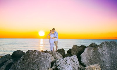 ENGAGEMENT PHOTOGRAPHER ENGAGED TRAVELING COUPLES