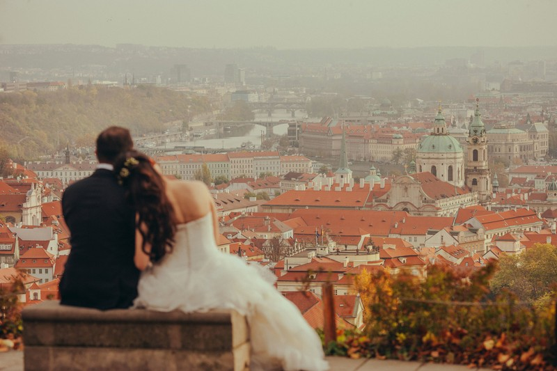 T&J overlooking a foggy Prague during pre wedding
