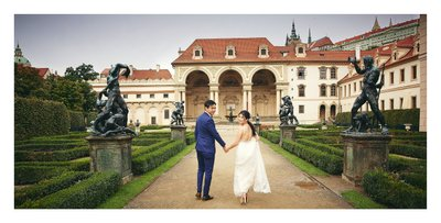 MingSi & Nicholas walking in the Wallenstein garden